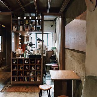 Foto 6 - Interior di Lemari Kopi oleh Della Ayu