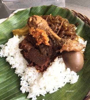 Foto 1 - Makanan di Depot Nasi Campur Pojok Tambak Bayan oleh Nanakoot