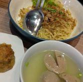 Foto Mie ayam bakwan dan siomay goreng di Lontong Mie Ny. Marlia