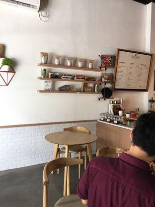 Foto 10 - Interior di Honey Beans Coffee & Roastery oleh Yohanacandra (@kulinerkapandiet)