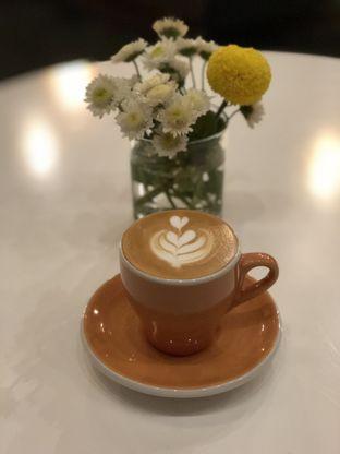 Foto 2 - Makanan(White 180ml) di Awesome Coffee oleh Patricia.sari