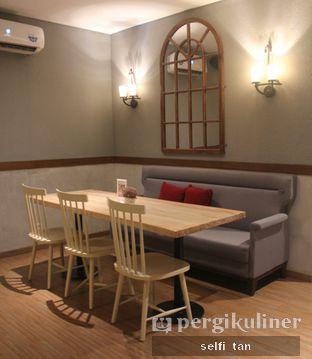Foto 2 - Interior di Tavor Cafe oleh Selfi Tan