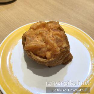Foto 5 - Makanan(fried tofu  spicy salmon) di Genki Sushi oleh Patsyy