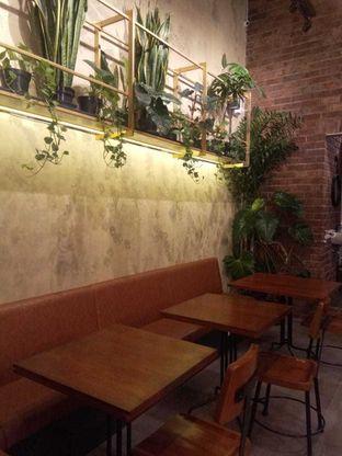 Foto 6 - Interior di Ombe Kofie oleh duocicip
