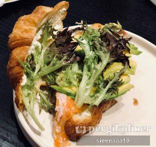 Foto 1 - Makanan(smoked salmon croissant) di Becca's Bakehouse oleh Sienna Paramitha