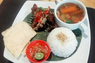 Foto 7 - Makanan(Sop Buntut Bakar (IDR 48,300 - Nett)) di Saute Family Resto oleh Rinni Kania