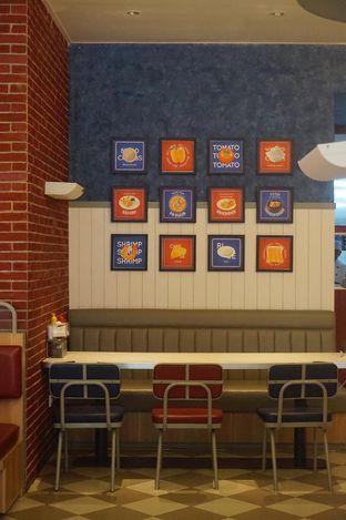 Foto 8 - Interior di Food Days oleh yudistira ishak abrar