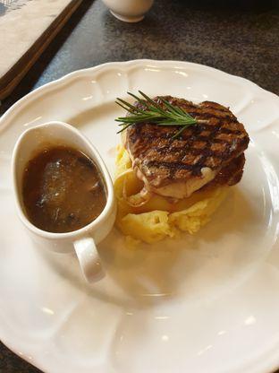 Foto 6 - Makanan di GB Bistro & Dessert oleh Nicole Rivkah