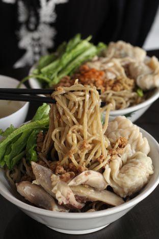 Foto 7 - Makanan di Bakmi Karet Surya oleh thehandsofcuisine