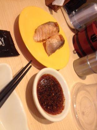 Foto 1 - Makanan(ikan segar menutupi ketan) di Sushi Tei oleh Threesiana Dheriyani
