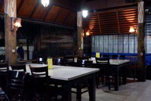 Foto 12 - Interior di Pondok Ikan Bakar Khas Kalimantan oleh yudistira ishak abrar