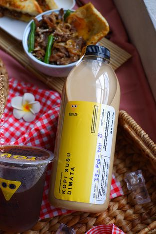 Foto review Dimata Coffee and Eatery oleh Vionna & Tommy 4