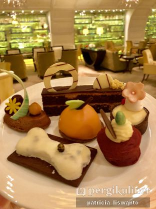 Foto 16 - Makanan(sanitize(image.caption)) di The Cafe - Hotel Mulia oleh Patsyy