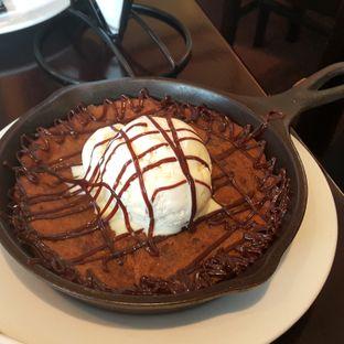 Foto 2 - Makanan(Skillet cookie sundae) di Tony Roma's oleh Kelvin Sky