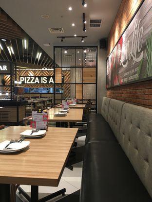 Foto 10 - Interior di Pizza Hut oleh Mariane  Felicia