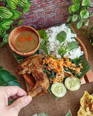 Foto 2 - Makanan di Pecel Pincuk Ayam Lodho Mbak Ti oleh Junior
