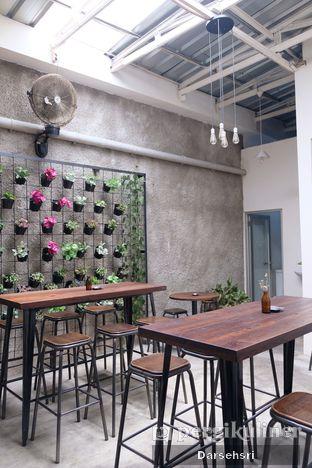 Foto 7 - Interior di Dailio Specialty Coffee oleh Darsehsri Handayani