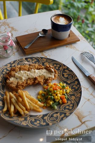 Foto 10 - Makanan(Crispy Chicken Steak) di Turn On Coffee & Eatery oleh Saepul Hidayat