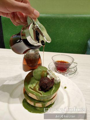 Foto 1 - Makanan(Matcha Souffle Pancake) di Hoshino Coffee oleh JC Wen