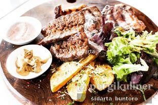 Foto 2 - Makanan(Dry aged whisky beef Bistecca fiorentina 90 days) di Expatriate Restaurant oleh Sidarta Buntoro