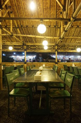 Foto 10 - Interior di Kedai Sunda Cipayung oleh yudistira ishak abrar