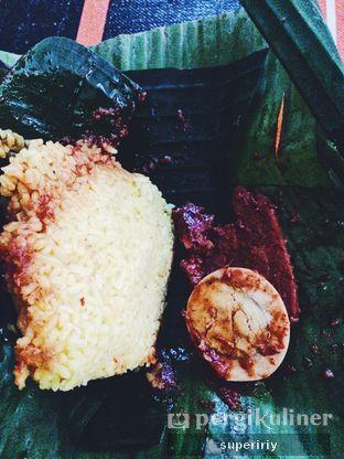 Foto 3 - Makanan(NAskun daging) di Nasi Kuning Khas Banjar oleh @supeririy