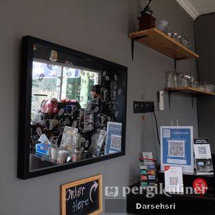Foto 6 - Interior di Nongkee Coffee oleh Darsehsri Handayani