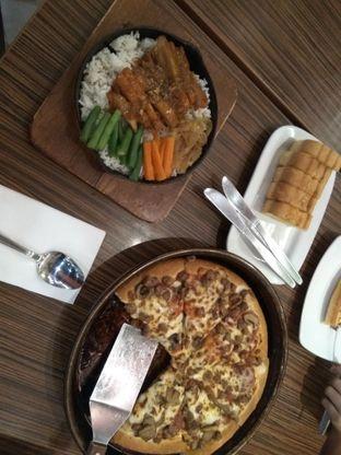 Foto 1 - Makanan di Pizza Hut oleh iqiu Rifqi