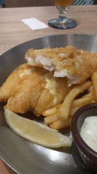 Foto 5 - Makanan(The Best Fish & Chips In Town (IDR 96.9k) ) di Fish & Co. oleh Renodaneswara @caesarinodswr