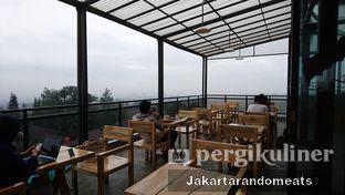 Foto 5 - Interior di Ludwick Cafe oleh Jakartarandomeats