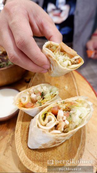 Foto 3 - Makanan di Emado's Shawarma oleh Mich Love Eat