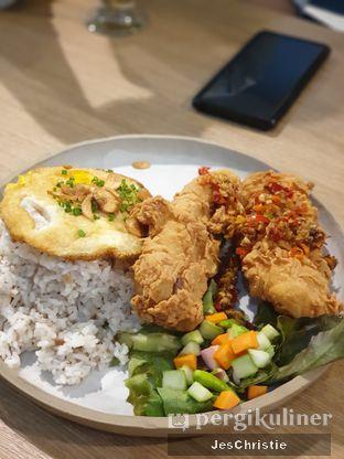 Foto 2 - Makanan(Ikan Lada Garam Nasi Kecombrang) di Billie Kitchen oleh JC Wen