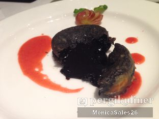 Foto 3 - Makanan(molten chocolate) di Saffron Restaurant - Hotel Four Points by Sheraton oleh Monica Sales