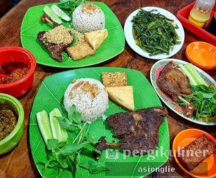Foto 1 - Makanan di Bebek Goreng HT Khas Surabaya oleh Asiong Lie @makanajadah