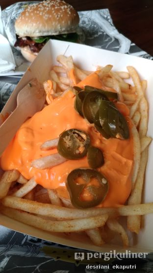 Foto 2 - Makanan di Lawless Burgerbar oleh Desriani Ekaputri (@rian_ry)
