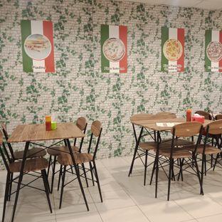 Foto 3 - Interior di Casa Italia oleh Fensi Safan