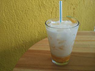 Foto 4 - Makanan(Mango Yakult) di Yelo Eatery oleh D L