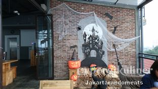 Foto 6 - Interior di Ludwick Cafe oleh Jakartarandomeats