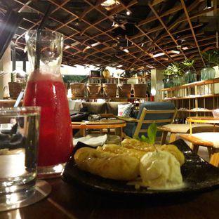 Foto 3 - Makanan(Water melon juice & banana fritters with ice cream) di Waha Kitchen - Kosenda Hotel oleh Reviera
