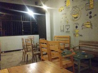 Foto 2 - Interior di Yellow Truck Coffee oleh Nintia Isath Fidiarani