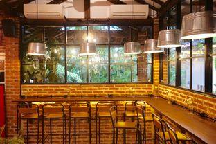 Foto 24 - Interior di Ol' Pops Coffee oleh yudistira ishak abrar