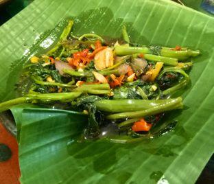 Foto 3 - Makanan(Tumis kangkung) di Waroeng SS oleh Jocelin Muliawan