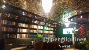 Foto 6 - Interior di McGettigan's oleh Velvel