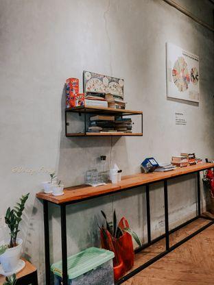 Foto 3 - Interior di Emmetropia Coffee oleh deasy foodie