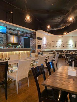 Foto 2 - Interior di Breso Resto & Coffee oleh Jeljel
