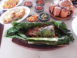 Foto 3 - Makanan di Talaga Sampireun oleh Yutrisko