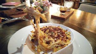 Foto - Makanan(Socialite Fries) di The Socialite Bistro & Lounge oleh Kennethe GT