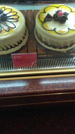 Foto 1 - Makanan di Holland Bakery oleh Devi Renat