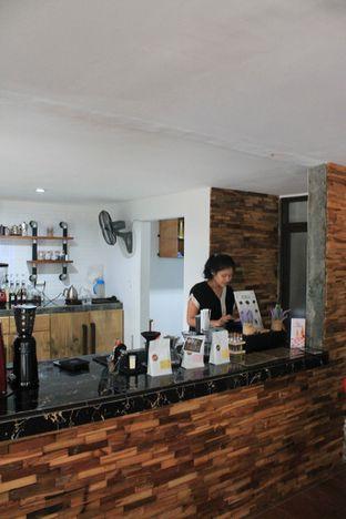 Foto 7 - Interior di Hidden Haus Coffee & Tea oleh Prido ZH