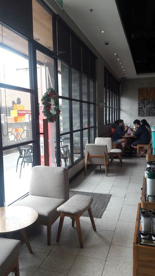 Foto 2 - Interior di Starbucks Coffee oleh Risyah Acha